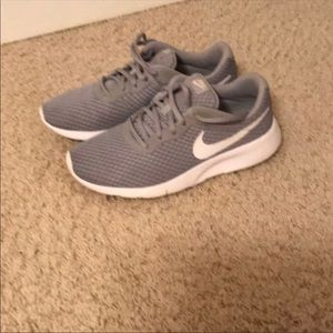 Nike tennis shoes used size 61/2in boys girl size8
